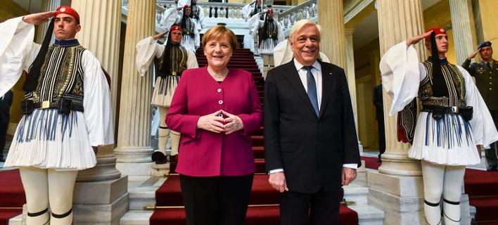 Η Μέρκελ με τον Προκόπη Παυλόπουλο/ Φωτογραφία: Eurokinissi- ΜΠΟΛΑΡΗ ΤΑΤΙΑΝΑ