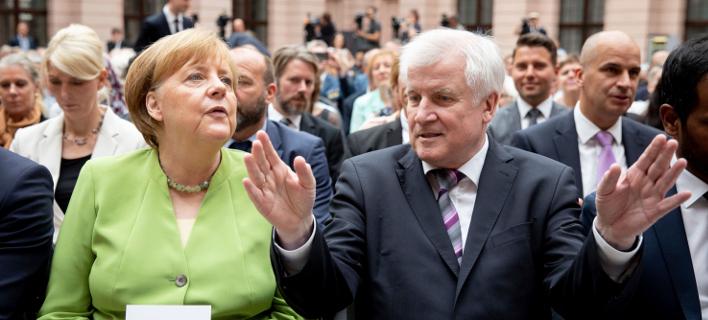Συμφώνησαν Μέρκελ και Ζεεχόφερ -Ποια είναι η συμβιβαστική λύση