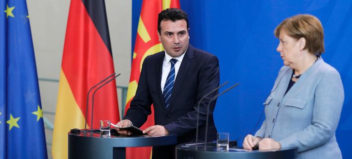 H Γερμανίδα καγκελάριος Μέρκελ και ο πρωθυπουργός της ΠΓΔΜ Ζάεφ (Φωτογραφία αρχείου: ΑΡ)