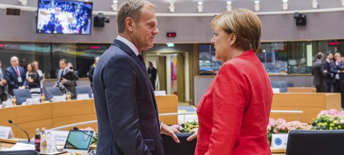Ο Ντόναλντ Τουσκ με την Ανγκελα Μέρκελ/ Φωτογραφία: AP- Geert Vanden Wijngaert
