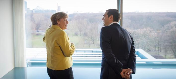 Bloomberg: Η Μέρκελ έχει πάρει τις αποφάσεις της -Σε ποια περίπτωση θα ρίξει την Ελλάδα στο γκρεμό