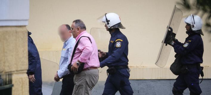Στον εισαγγελέα ο μεσίτης που κλώτσαγε τον Ζάκ Κωστόπουλο- φωτογραφία eurokinissi