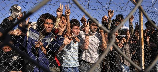 Ο Δένδιας προσλαμβάνει εταιρείες σεκιούριτι για τα κέντρα κράτησης μεταναστών