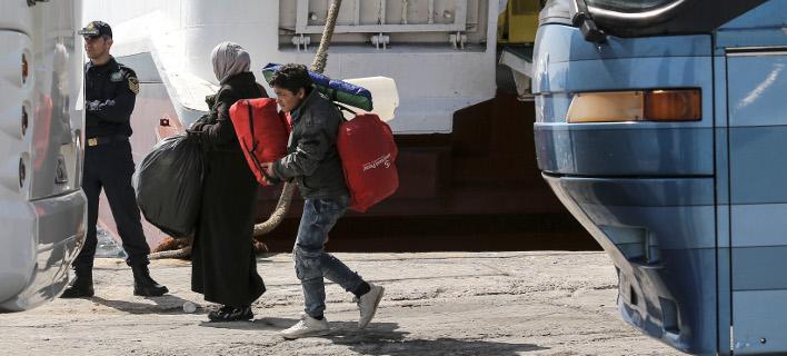 Χωρίς τέλος οι αφίξεις προσφύγων και μεταναστών στον Πειραιά -Στο λιμάνι βρίσκονται 4.700 άτομα