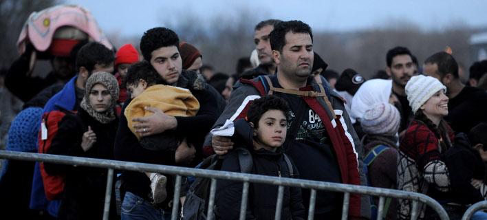 Εγκλωβισμένοι 25.000 πρόσφυγες & μετανάστες-Τους μοιράζουν σε όλη την Ελλάδα