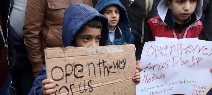 Βρετανία: Μετανάστες παραμένουν έως και 4 χρόνια σε κέντρο κράτησης