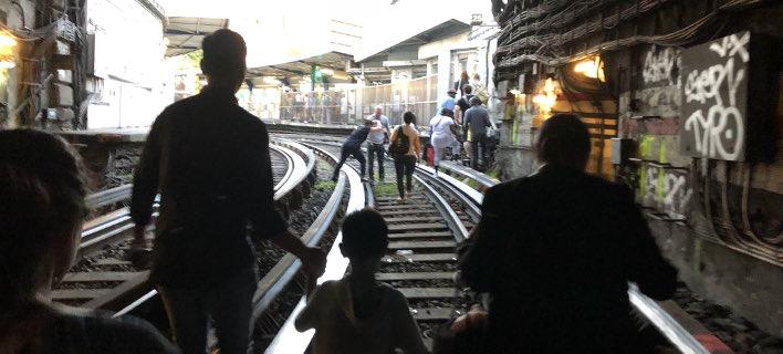 Χάος στο μετρό του Παρισιού (Φωτογραφία: Twitter)