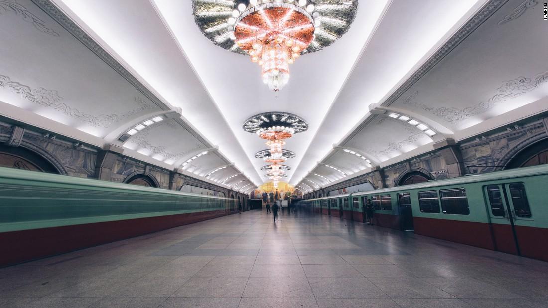 Μετρό της Β. Κορέας: Είναι...100 μέτρα κάτω από τη γη και έχει ζωγραφιές του Κιμ Γιονγκ Ουν