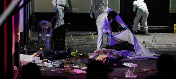 Άγνωστοι άνοιξαν πυρ σε τουριστική πλατεία στην πόλη του Μεξικού. Φωτογραφία: AP