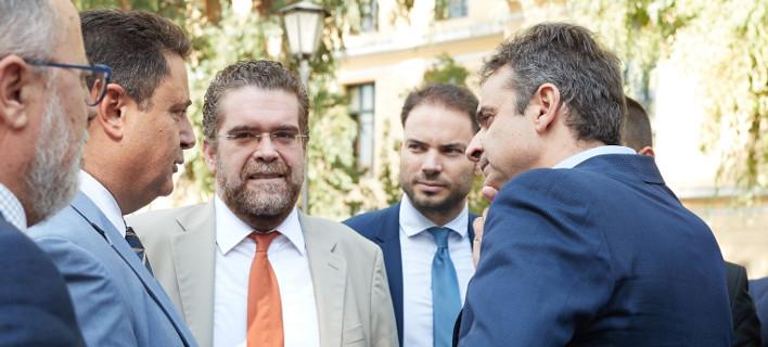 Φωτογραφία: Ο Μιχάλης Ζαφειρόπουλος με τον πρόεδρο της ΝΔ και δικηγόρους/γραφείο Τύπου ΝΔ