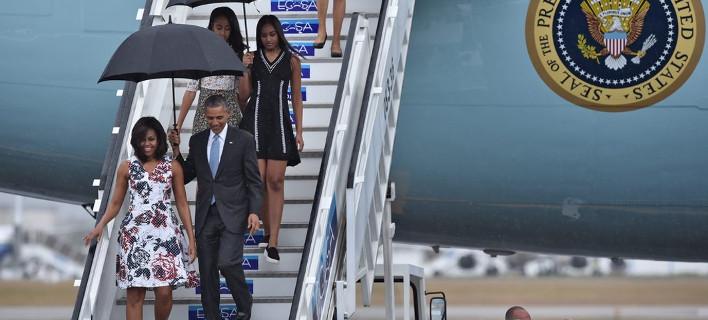 Μίνι, φλοράλ, αέρινα, πανάκριβα Carolina Herrera -Τι φόρεσαν οι Ομπάμα στην Κούβα [εικόνες]