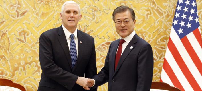 O αντιπρόεδρος των ΗΠΑ, με τον πρόεδρο της Νότιας Κορέας, Μουν Τζάε-ιν. Φωτογραφία: AP
