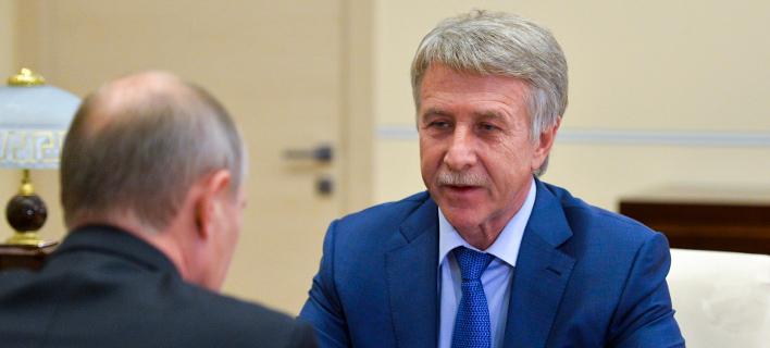 O CEO της Novatek Ρώσος μεγιστάνας Λεονίντ Μίκελσον με τον Βλαντιμίρ Πούτιν -Φωτογραφία: AP