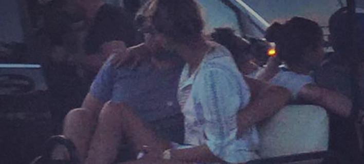 Η Σήλια Κριθαριώτη σε ρόλο παπαράτσι: Επιασε τον Ντι Κάπριο να ερωτοτροπεί με νεαρή στη Μύκονο [εικόνα]
