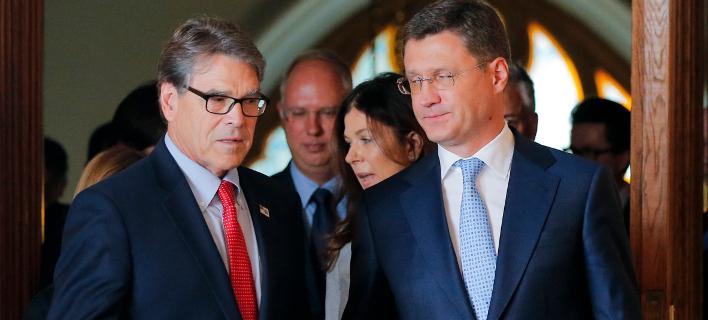 Οι υπουργοί Ενέργειας ΗΠΑ και Ρωσίας (Φωτογραφία: AP Photo/Alexander Zemlianichenko)