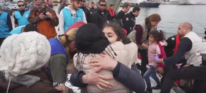 Συγκλονιστικές στιγμές στο λιμάνι της Λέσβου -Πρόσφυγας ξαναβρήκε τα παιδιά της μετά από 20 μέρες [βίντεο]