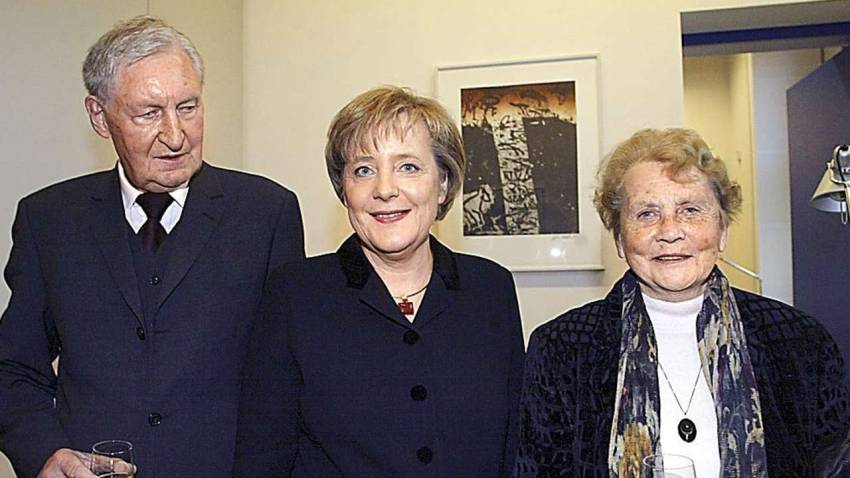 Family photo of the politica, married to Joachim Sauer,  famous for Chancellor of Germany & Minister for the Environment and Nuclear Safety.