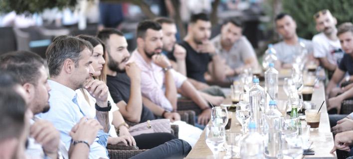 Ο Μητσοτάκης συναντήθηκε με εργαζόμενους στον τομέα της εστίασης/ Φωτογραφία eurokinissi