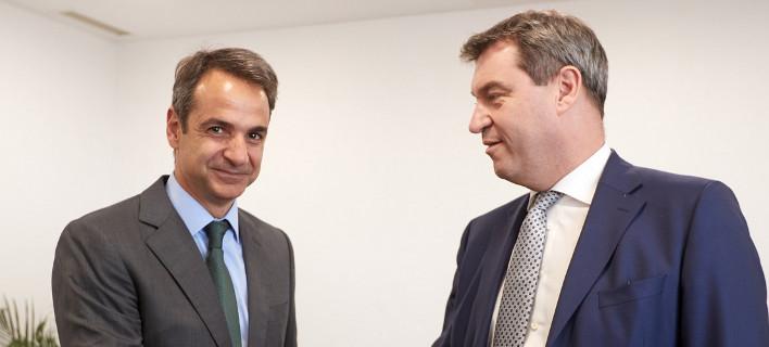 Συνάντηση Μητσοτάκη με τον Βαυαρό υπουργό Οικονομικών Μάρκους Ζέντερ