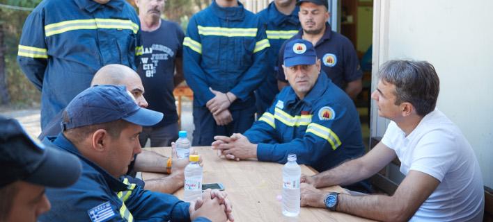 Επίσκεψη Μητσοτάκη στο πυροφυλάκιο του Δήμου Βύρωνα