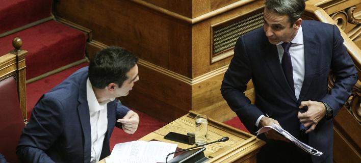 Ο Αλέξης Τσίπρας και ο Κυριάκος Μητσοτάκης στη Βουλή / Φωτογραφία: SOOC/Nikos Libertas