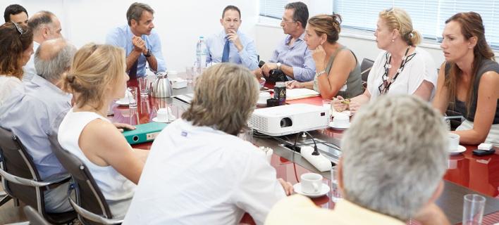 Συνάντηση του Κυριάκου Μητσοτάκη με τη συντονιστική επιτροπή κατοίκων από το Μάτι και τον Νέο Βουτζά