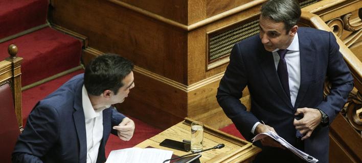 Ο Αλέξης Τσίπρας και ο Κυριάκος Μητσοτάκης στη Βουλή / Φωτογραφία: Nikos Libertas / SOOC