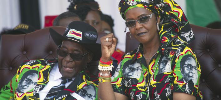«Χρυσή» συμφωνία για τους Μουγκάμπε (Φωτογραφία: AP/ Tsvangirayi Mukwazhi)