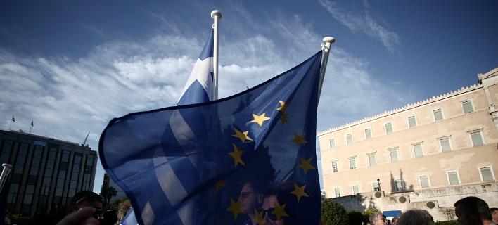 Εξω από την ελληνική Βουλή/Φωτογραφία: Eurokinissi