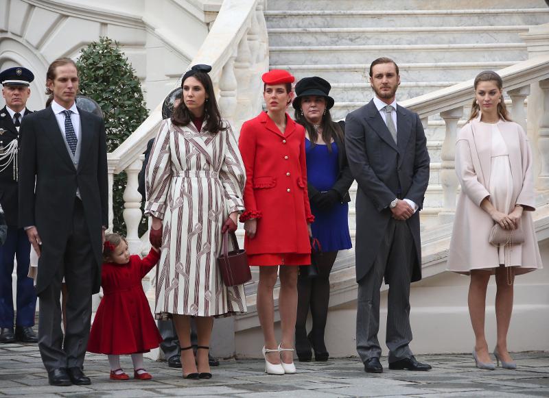 To πριγκιπικό ζεύγος με την κόρη τους στα αριστερά/ Φωτογραφία: AP