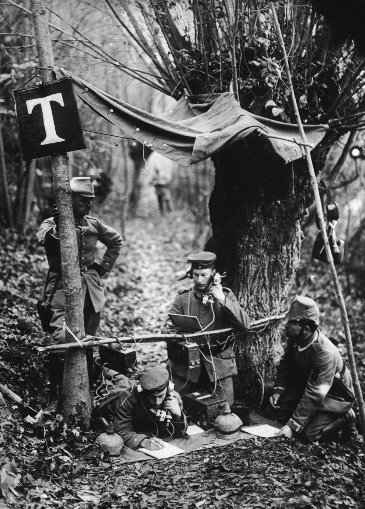 Πώς εξελίχθηκαν τα κινητά τηλέφωνα από το 1916 μέχρι σήμερα