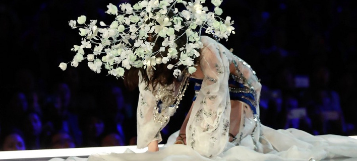 Η Μινγκ Σι έπεσε στο σόου της Victoria's Secret (Φωτογραφία: ΑΠΕ/  EPA/SHERWIN)