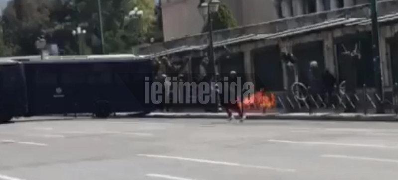 Επεισόδια στο μαθητικό συλλαλητήριο -Μολότοφ εναντίον ΜΑΤ [εικόνες]