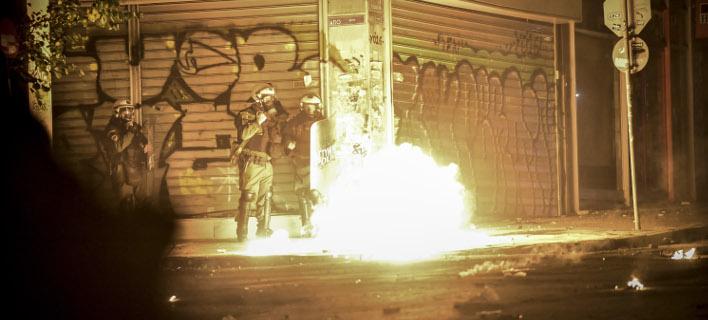 Βόμβες μολότοφ στα Εξάρχεια (Φωτογραφία αρχείου: EUROKINISSI/ΤΑΤΙΑΝΑ ΜΠΟΛΑΡΗ)