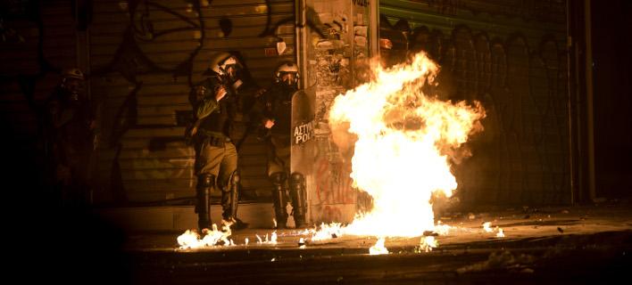 Νέες επιθέσεις με βόμβες μολότοφ στο Πολυτεχνείο (Φωτογραφία αρχείου: EUROKINISSI/ΤΑΤΙΑΝΑ ΜΠΟΛΑΡΗ)