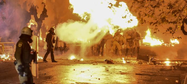 Οι Ειδικοί Φρουροί απαντούν στον Κυρίτση- Πάνω από 170 αστυνομικοί έχουν καεί από μολότοφ