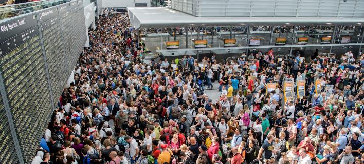 χάος στο αεροδρόμιο/Φωτογραφία: AP