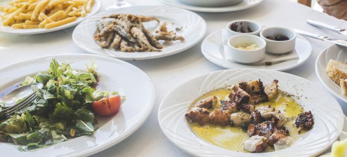 Ελληνικό τραπέζι Καθαράς Δευτέρας, Φωτογραφία: Shutterstock/Deyan Georgiev