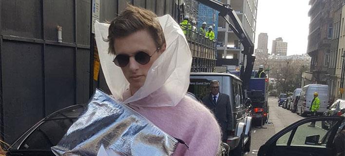 Το μοντέλο «Μαξιμίλιαν Μπούχαρεστ» στην Εβδομάδα Μόδας του Λονδίνου