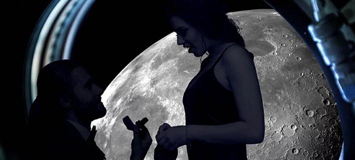 Πρόταση γάμου στην σελήνη/ Φωτογραφία: apoteosurprise.com