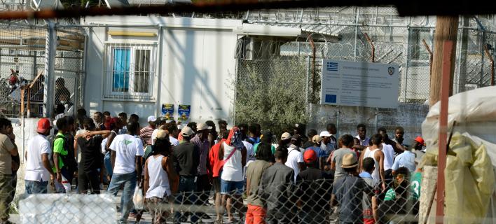 Μυτιλήνη: «Μπλόκαραν» την εκφόρτωση οικίσκων που προορίζονταν για τη Μόρια