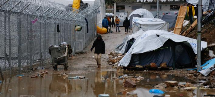 WSJ: Ο πρόσφυγες στη Μόρια επέστρεψαν στη Λίθινη Εποχή -Χωρίς ρεύμα, τους κυριεύει απελπισία /Φωτογραφία Αρχείου: Intime News