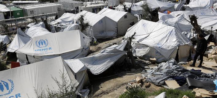 Τις τραγικές συνθήκες στη Μόρια περιγράφει η Telegraph (Φωτογραφία: AP/ Thanassis Stavrakis)