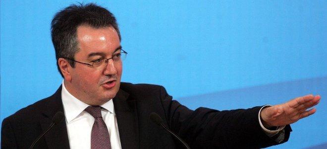 εκρόσωπος Τύπου, Ηλίας Μόσιαλος, παραίτηση, υπουργός Επικρατείας, ψήφος εμπιστοσ