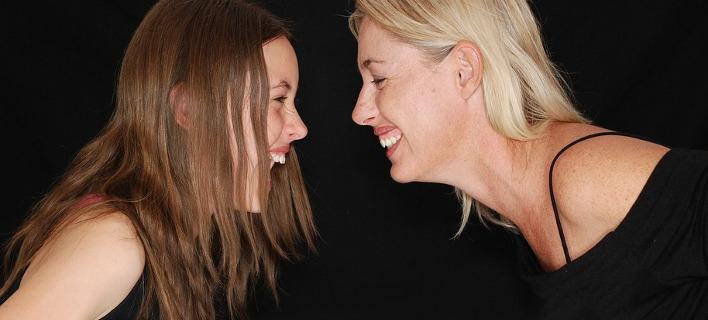 Οι κόρες μιμούνται τις μητέρες, φωτογραφία: pixabay