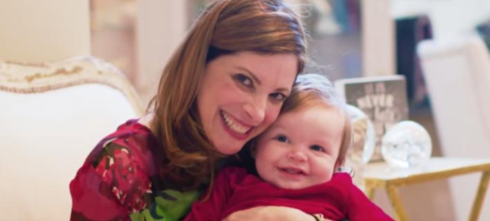 «Εκανα παιδί στα 53»: Πώς μια γυναίκα πήγε κόντρα στις προκαταλήψεις και τα στερεότυπα