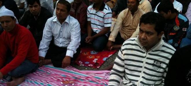 Μοτοσικλετιστές πέταξαν καπνογόνα σε χώρο προσευχής Μουσουλμάνων
