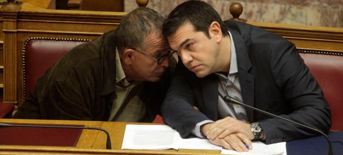 Οι τρεις εκδοχές που εξετάζει ο Τσίπρας για να κλείσει το θέμα Μουζάλα