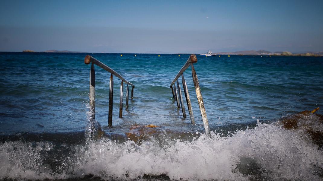 Τελειώνει ο Σεπτέμβριος και το καλοκαίρι καλά κρατεί, οι παραλίες μας περιμένουν -Φωτογραφία: Eurokinissi - ΔΗΜΟΠΟΥΛΟΣ ΘΑΝΑΣΗΣ