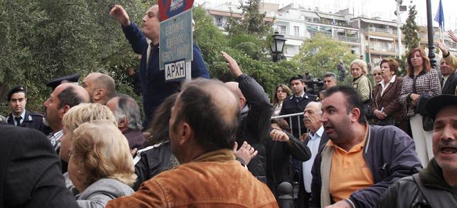 Λαϊκή οργή για Μπεγλίτη-Μαγκριώτη στη Θεσσαλονίκη [βίντεο]